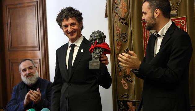 Patxi Uriz recibeel homenaje de Puente la Reina