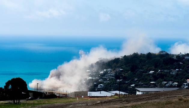 Un seísmo de 5,7 azota Nueva Zelanda y provoca la caída de riscos al mar