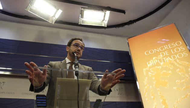 El portavoz del PSOE en el Congreso, Antonio Hernando, en una comparecencia de prensa.