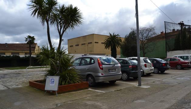 Veinticuatro plazas de aparcamiento dan un respiro al centro de San Adrián