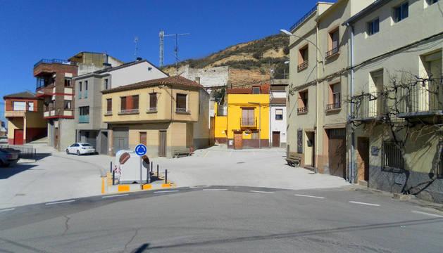 Calle San Bartolomé con los nuevos contenedores soterrados.