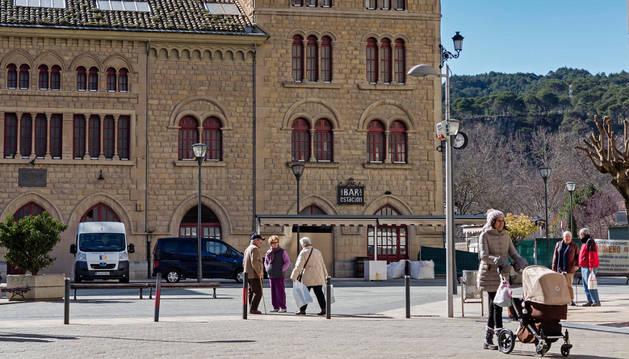 Exterior del bar de la estación de Estella, estos días cerrado por una reforma completa de su interior.