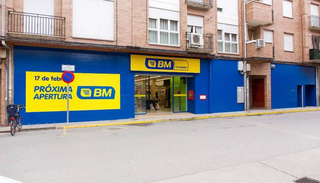 Exterior del nuevo supermercado de la firma BM que ha abierto sus puertas al público en los números 3 y 5 de la calle Centro Parroquial.