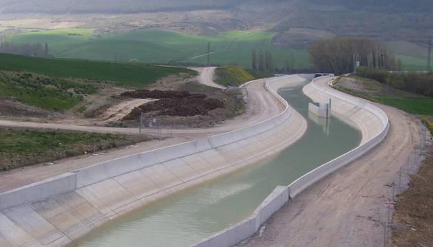 Imagen de un tramo del Canal de Navarra.
