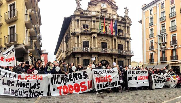 Protesta frente al Ayuntamiento de Pamplona.