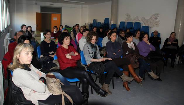 Asistentes a la charla sobre acoso escolar que se celebró en Milagro.