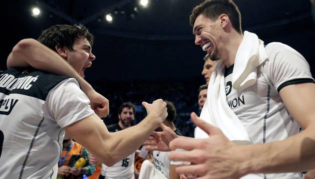 Los jugadores del Bilbao Basket celebran la clasificación.