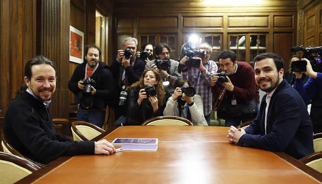 Iglesias y Garzón, posando antes de comenzar su reunión.