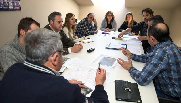 Instante de la reunión de la mesa de trabajo del camino del Instituto que se celebró en Tudela.
