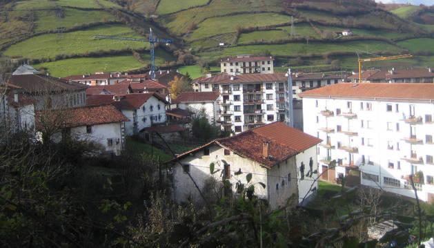Aspecto parcial del centro urbano de Leitza.