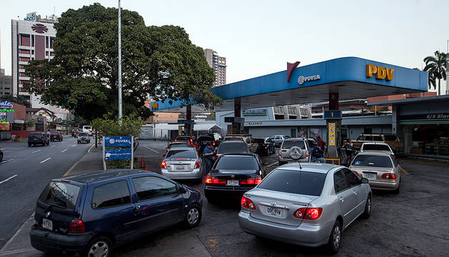 Maduro devalúa el bolívar y sube la gasolina por primera vez en 27 años
