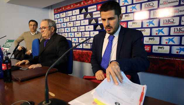 El abogado de Osasuna, Miguel Ezcurdia, junto al presidente, Luis Sabalza.