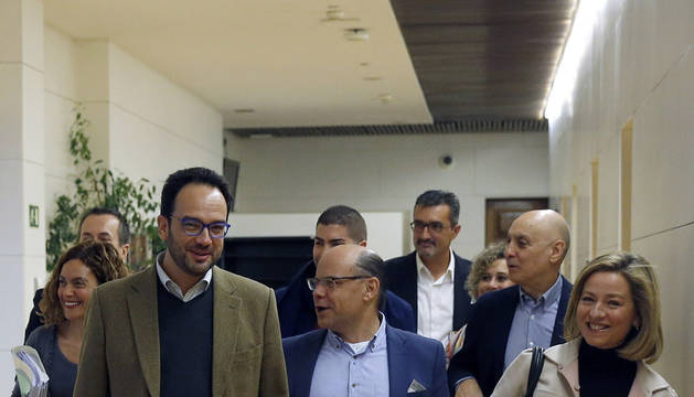 CC cierra un acuerdo con el PSOE para la investidura de Sánchez