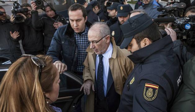 El juez no dicta medidas contra Rato tras comparecer por su patrimonio