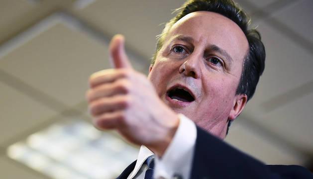 El primer ministro británico celebra el haber logrado un acuerdo.