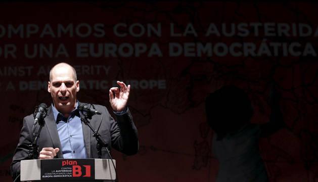 Varufakis da las gracias a los españoles por no creer a Rajoy y De Guindos