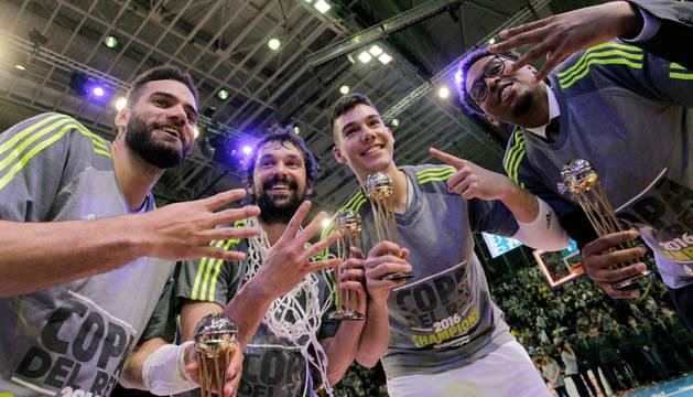 Jugadores del Real Madrid celebran su victoria en la Copa del Rey.