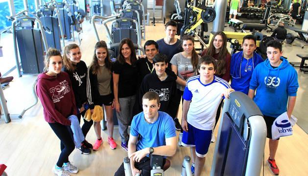 Parte del grupo de jóvenes adolescentes que participa en este programa