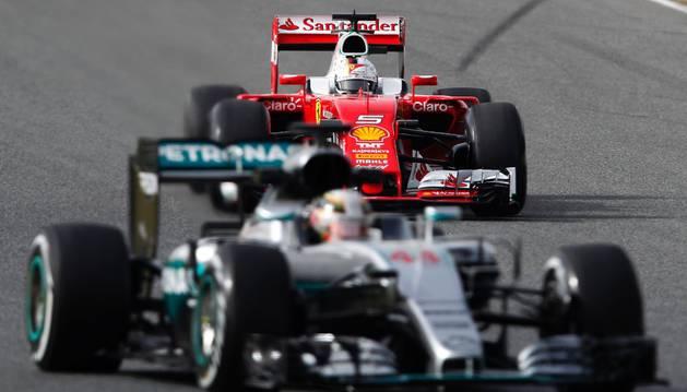 Vettel y Hamilton, en Montmeló.