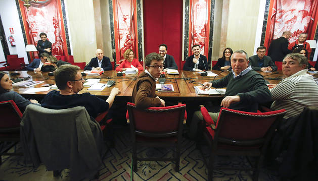 Finaliza la reunión entre PSOE, Podemos, Compromis e IU