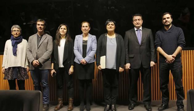 Anika Luján, Eduardo Santos, Ione Belarra, Barkos, Marian Beitialarrangoitia, Aitor Esteban y Alberto Garzón.