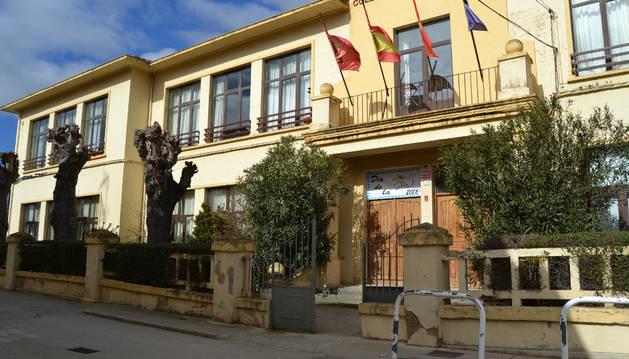 Fachada principal del colegio público Virgen de la Cerca de Andosilla.