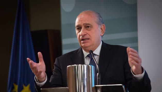 Los jueces cargan contra Fernández Díaz por