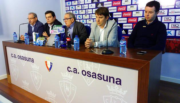 La nueva directiva de Osasuna, con Iso y Ramírez a la derecha.