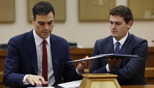 PSOE y C's sellan el pacto para un gobierno