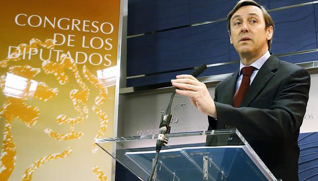 PP y Podemos desoyen las presiones para investir a Pedro Sánchez