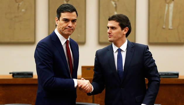 Pedro Sánchez y Albert Rivera, tras presentar su acuerdo.