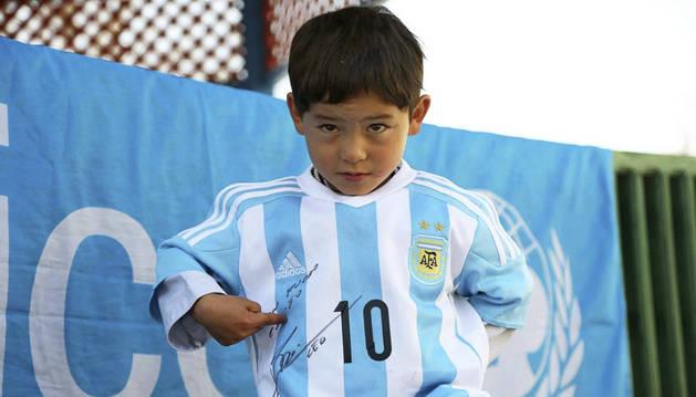 Messi hace realidad el sueño del niño afgano
