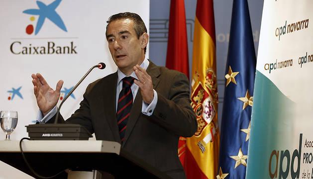 El director general de CaixaBank, Juan Antonio Alcaraz, durante la conferencia.