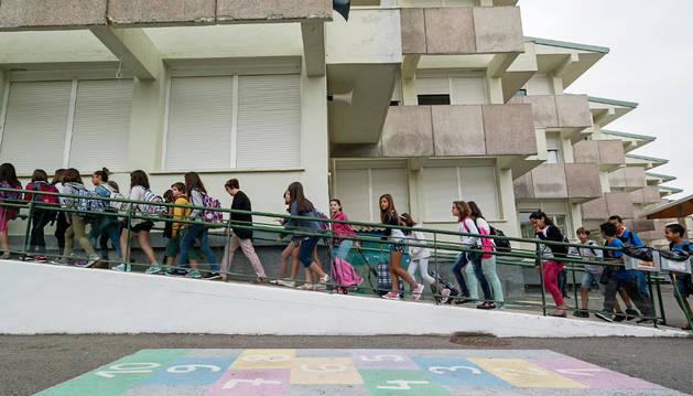 Entrada a clase en el colegio Remontival de Estella en una imagen del principio de este curso.