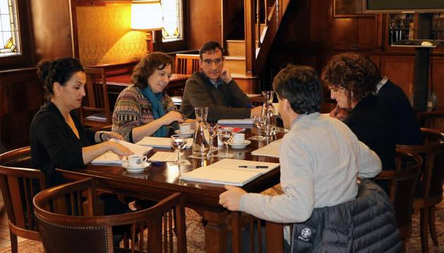 Los participantes en la reunión entre Guipúzcoa y Navarra.