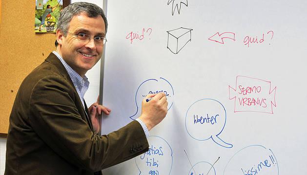 'Álvarus magister' resucita el latín