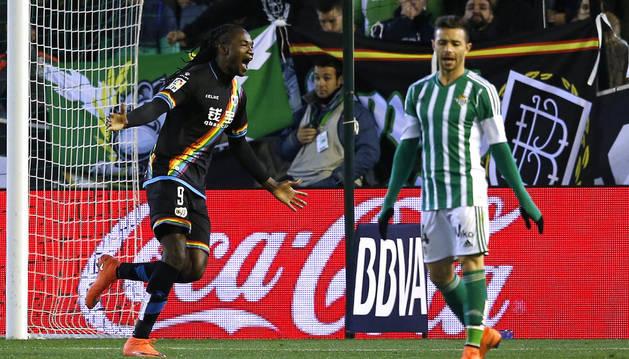 Manucho celebra el segundo gol.
