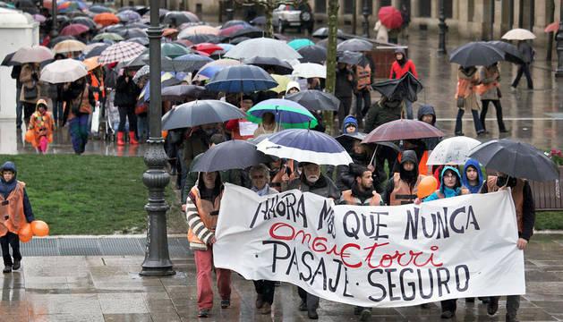 Una marcha en favor de los derechos de los refugiados recorre Pamplona