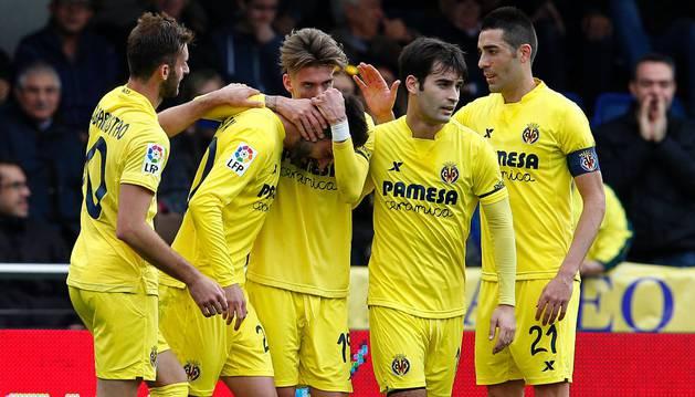 El Villarreal celebra el gol de Samu Castillejo.