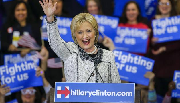 Clinton gana impulso con una clara victoria en Carolina del Sur