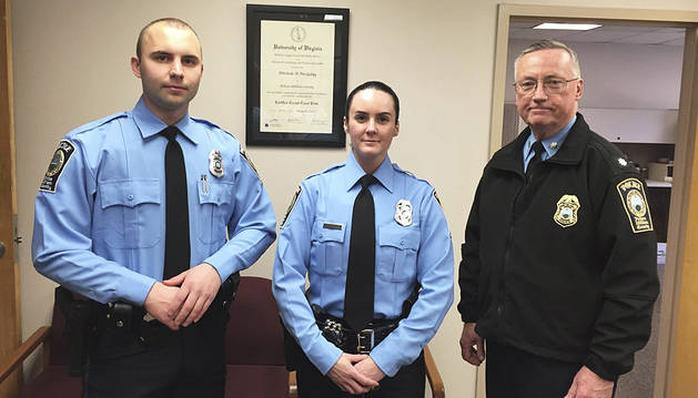 Dos heridos y una agente de policía muerto en un tiroteo en Virginia