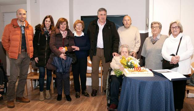 Asiron visita a la centenaria María Erroz Tafalla.