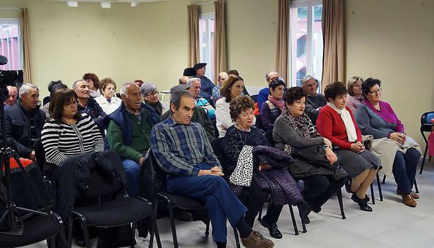 Asistentes a la presentación del libro de José Luis Arrondo en Fustiñana, su localidad natal.