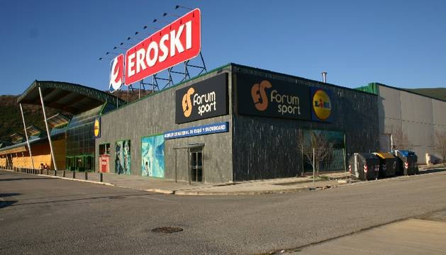 Eroski vende 36 hipermercados a Carrefour por 205 millones