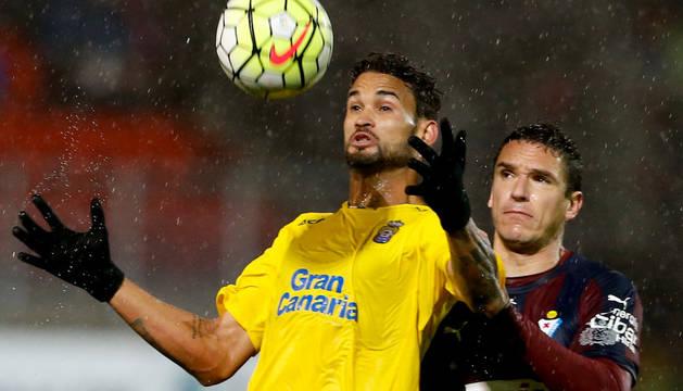 El delantero del Las Palmas William José, en el partido contra el Eibar.
