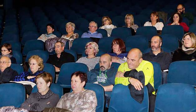 Una parte de los asistentes al inicio de la reunión del primer foro de participación de Noáin-V. de Elorz.