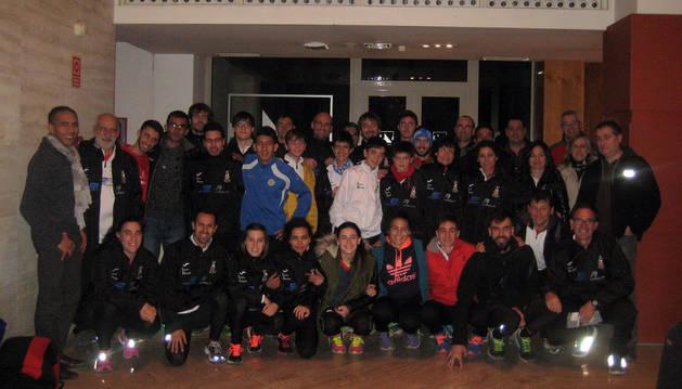 Integrantes de la expedición del club Ribera Atlético de Tudela que viajaron al Campeonato de España de Clubes de Campo a Través de Madrid.