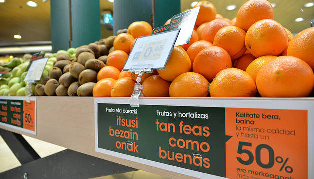 Imagen de uno de los stand con frutas y verduras que protagonizan la campaña.