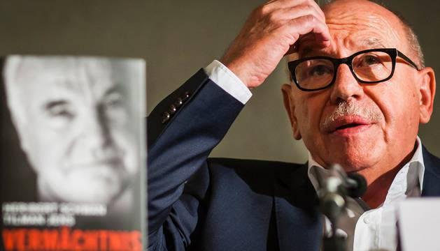 Kohl exige una indemnización por unas memorias no autorizadas