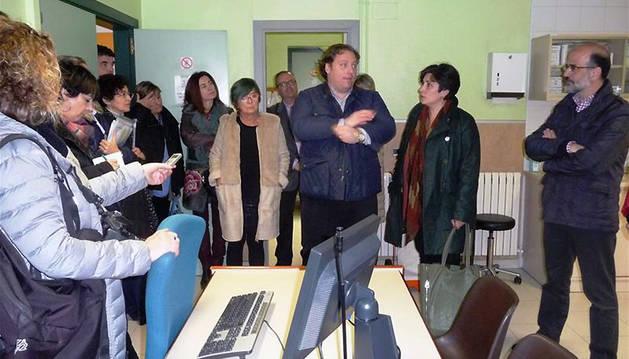 Benigno Pérez, junto a parlamentarios de la Comisión de Salud.